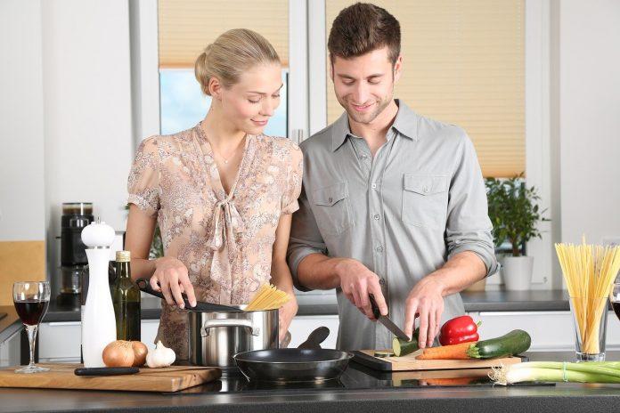 femme qui cuisine